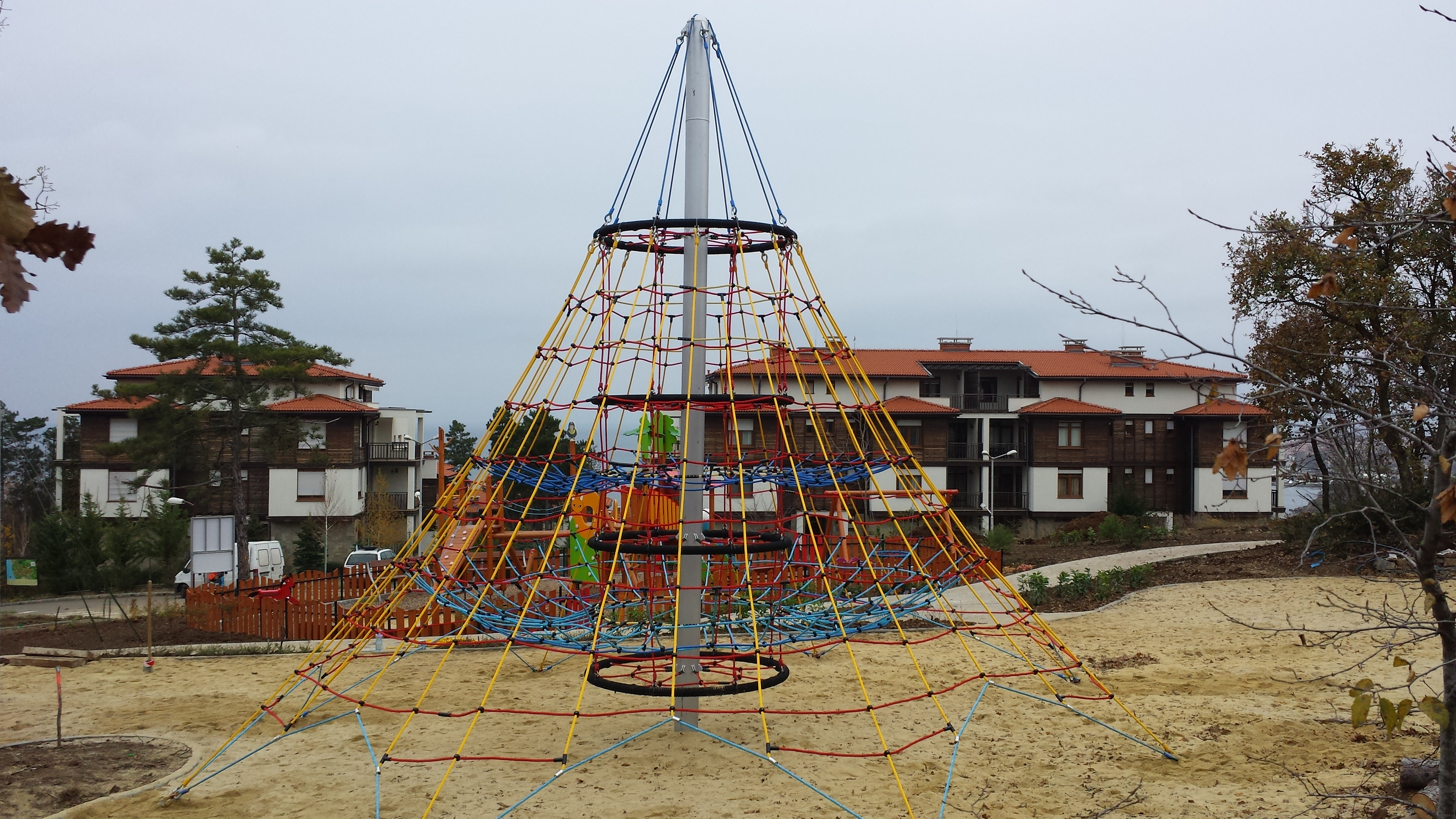 rope pyramid for kids