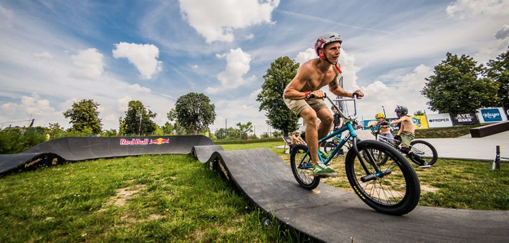 pumptrack-bike-rider,eeedf,bbea,fef