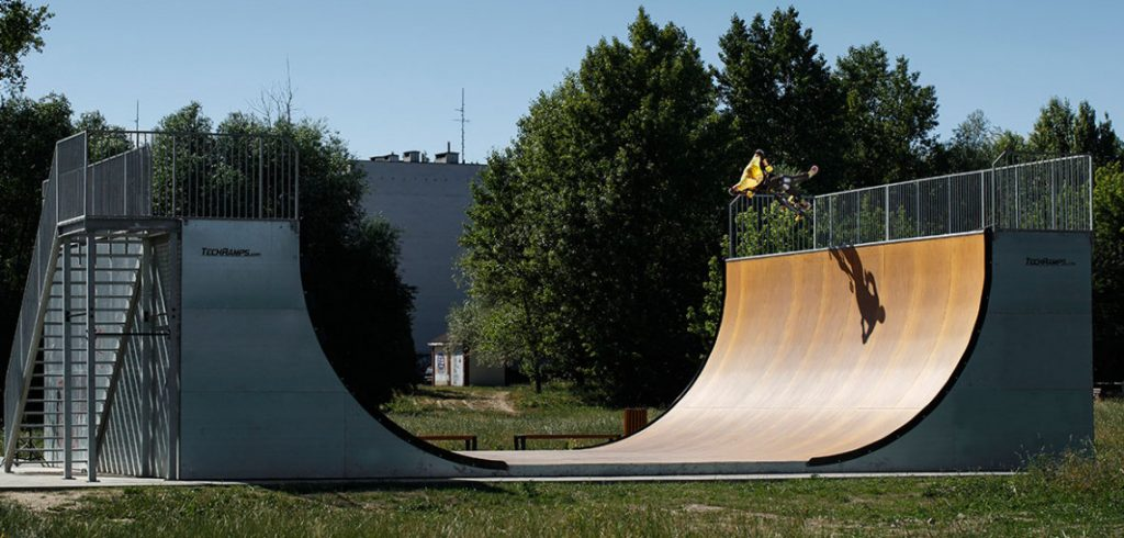 vert-ramp-in-cracow-poland,eeeef,bbea,fef